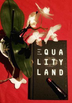 Qualityland von Marc-Uwe Kling hat mich voll und ganz erwischt! 5/5 Seifenblasen für diese lustige und nachdenkliche Dystopie! Schaut auf meinem Buch-Blog vorbei und lest die ganze Rezension :-)