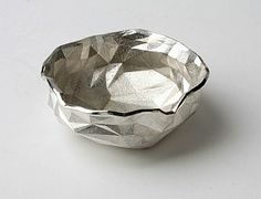Sterling silver bowl by Kathryn Hinton, cast from a printed model created with her innovative 'haptic hammer' system. Modern Crafts, Wood And Metal, Metal Art, Will Smith, Handmade Silver, Metal Working, Home Accessories, Decorative Bowls, Artisan
