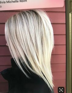 Easy Hairdos for Medium Layered Hair - Hair and Beauty ✂ Layered Haircuts For Women, Medium Layered Hairstyles, Medium Style Haircuts, Layered Haircuts For Medium Hair, Short Hair Trends, Medium Hair Cuts, Haircut Medium, Medium Length Hair With Layers, Medium Cut