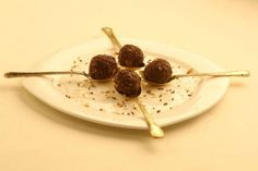 How to make Chocolate & Cashew Laddoo - Yahoo Lifestyle India