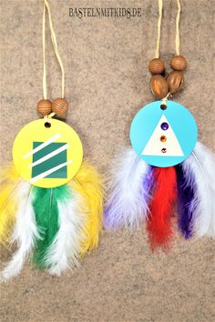 Make Indian costume yourself - handicrafts with kids - Mardi Gras in kindergarten Informations About Indianerkostüm selber machen – Bastelnmitkids Pin Y - Kids Crafts, Diy Home Crafts, Quirky Home Decor, Indian Home Decor, Kindergarten Crafts, Preschool Crafts, Easy Halloween Makeup, Party Girlande, Mardi Gras Centerpieces