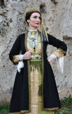 """Μακρυλέμπαντο ΝΑΟΥΣΑ 18-ος 19--ος Πανελλήνια ομοσπονδία πολιτιστικών συλλόγων μακεδόνων!!!  Όμιλος Περιβάλλοντος και Πολιτισμού """"Η ΑΡΑΠΙΤΣΑ"""" Ethnic Fashion, New Fashion, Fashion Ideas, Ukraine, Costumes Around The World, Greek Culture, Folk Costume, Traditional Dresses, Dream Dress"""
