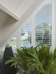 triangle windows google search rideau triangle pinterest rideau fenetre loft et. Black Bedroom Furniture Sets. Home Design Ideas