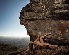 Escaladoras nuas na Serra do Cipó
