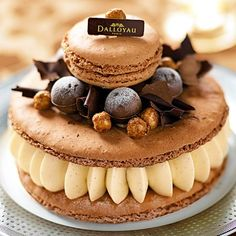 Will make this soon for Pumbles!! Macaroon de rêve: Fudge macaron, fudge creme, hazelnuts...yummy