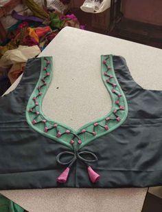 Blouse back neck designs – Artofit Patch Work Blouse Designs, Simple Blouse Designs, Stylish Blouse Design, Latest Blouse Neck Designs, Latest Blouse Patterns, Chudidhar Neck Designs, Dress Neck Designs, Henna Designs, Kurta Neck Design