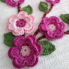 Crocheted pink pansies in box frame wall art - Salvabrani Crochet doily crochet flower tutorial part 1 Art Au Crochet, Crochet Diy, Crochet Flower Tutorial, Crochet Motifs, Crochet Crafts, Crochet Doilies, Crochet Stitches, Crochet Projects, Crochet Patterns