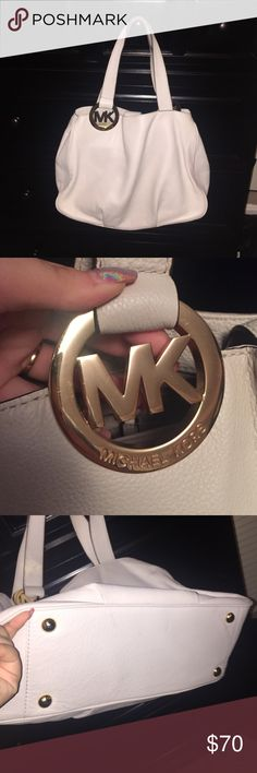 PRICE DROP 1 HR Authentic white Michael kors bag Very cute originally paid $298, has small wear on bottom shown in photo, wear on handles can be repaired, barely any wear on hard ware please ask for extra pics KORS Michael Kors Bags