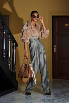 Kollektion Fendi Resort 2020 - Vogue - I just love Fendi - Fashion News Trend Fashion, 80s Fashion, 2020 Fashion Trends, Fashion 2020, Runway Fashion, High Fashion, Luxury Fashion, Fashion Outfits, Womens Fashion
