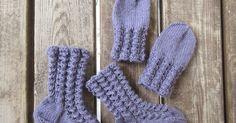 Jatkoa aikaisemmin neulomaani vauvan settiin: pitsiset sukat ja lapaset. Vauvan setissä oli ohje myös sukille, mutta ne olivat mallia perus... Lace Socks, Wool Socks, Knitting Socks, Baby Knitting, Knit Baby Dress, Yarn Ball, Knitting Videos, Baby Hats, Fun Projects