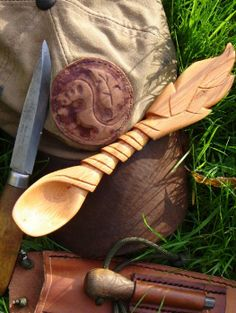 Great bushcraft carving on that spoon.