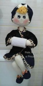 Make these cute dolls to decorate your bathroom easily with very little money with so . - - My MartoKizza Fabric Dolls, Paper Dolls, Felt Crafts, Crafts To Make, Wedding Wine Glasses, Bathroom Crafts, Sewing Projects For Beginners, Soft Dolls, Cute Dolls