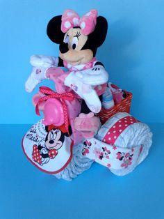 Comment faire un tricycle couches pour un nouveau-né.