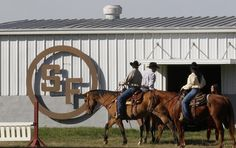 What's hot in Dallas this weekend? Get critics picks from the Dallas News GuideLive for the best things to do, the top restaurants, the hottest concerts and more. Dallas Attractions, Southfork Ranch, Visit Dallas, Dallas Tv Show, The Ranch, New Series, Weekend Getaways, Country Life, Stuff To Do