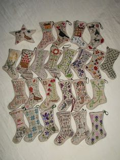 Marie boutd'guenille et ses adorables bottes blackbird design :-)  I want all of them on my Christmas tree!