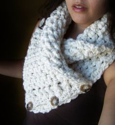 Crocet Neck warmer with Buttons Fisherman  par SoLaynaInspirations, $42,00