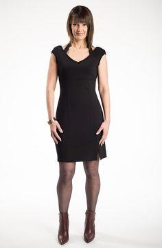 La petite robe noire par @MYCO ANNA. Faite pour les party du temps des Fêtes!