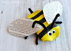 This awesome recycled bee craft is a cute insect craft, Earth Day Craft, fun spring kids craft, cool recycled kids craft and cardboard roll craft for kids. Insect Crafts, Bee Crafts, Easy Crafts, Arts And Crafts, Kids Crafts, Zoo Activities Preschool, Craft Activities For Kids, Spring Crafts For Kids, Art For Kids