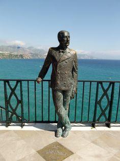 Estatua en el Balcón de Europa de #Nerja, del Rey Alfonso XII. Spain