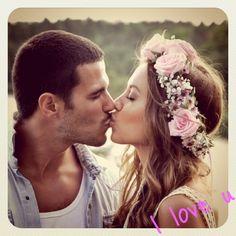Flowers in hair Color Splash, Color Pop, Colour, Kenza Zouiten, Favim, Sweet Couple, Love Is Sweet, Flowers In Hair, Pink Flowers