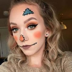 25 Pretty DIY Halloween Makeup Looks & Ideas Easy DIY Scarecrow Halloween Makeup More from my site Super makeup party decorations diy halloween costumes ideas 25 Funny Couple Costumes For Halloween That Are Pretty Spooktacular Unique Halloween Makeup, Halloween Costumes Scarecrow, Scarecrow Makeup, Halloween Makeup Looks, Up Halloween, Halloween Costume Makeup, Halloween Pumpkin Makeup, Scarecrow Ideas, Trendy Halloween