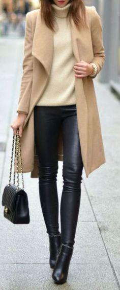 Moda fashion, leather leggings outfit i leather pants outfit. Jeggings Outfit, Leather Leggings Outfit, How To Wear Leggings, Leggings Are Not Pants, Leather Jeggings, Black Leather Pants, Winter Trends, Beige Coat, Winter Mode