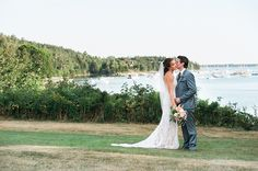 Maine Real Wedding on WellWed.com | Photography: Anne Schmidt Photography