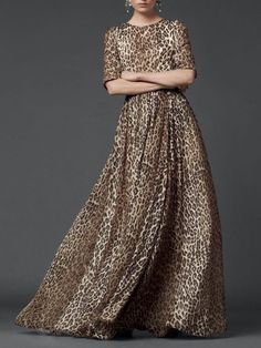 Dolce and Gabanna 2014 collection modest style fashion animal print, leopard print maxi dress with sleeves Mode-sty Women's Fashion Dresses, Boho Fashion, Street Fashion, Moda Boho, Bohemian Mode, Chiffon Maxi Dress, Dolce & Gabbana, Latest Fashion For Women, Fashion Prints