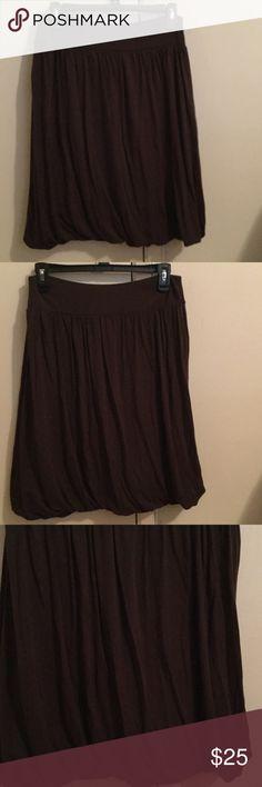 ANN TAYLOR LOFT Brown Scrunch Skirt. Size MP ANN TAYLOR LOFT Brown scrunch skirt. Size Petite Medium. 93% Modal 7% Spandex.Stretch waistband. Slip on skirt & ready to go. No zipper. LOFT Skirts Midi