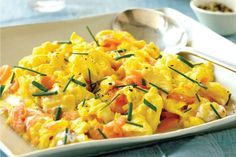 Smoked Salmon With Scrambled Eggs Recipe - Great for brunch! Dukan Diet Recipes, Fodmap Recipes, Cooking Recipes, Healthy Recipes, Egg Recipes, Salmon Recipes, Plats Weight Watchers, Weight Watchers Meals, Smoked Salmon Scrambled Eggs