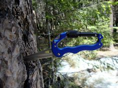 Kershaw's patented, five-in-one Carabiner Tool features a versatile knife blade in 7CR13MoV stainless steel with partial serration.