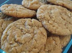 Our Recipe for Soft and Chewy Peanut Butter Cookies is the best! The cookies stay soft & chewy. Oatmeal is the secret in this Easy Peanut Butter Cooki Soft Chewy Peanut Butter Cookie Recipe, Soft Cookie Recipe, Peanut Butter Oatmeal, Butter Cookies Recipe, Easy Cookie Recipes, Sweets Recipes, Baking Recipes, Baked Oatmeal, Baking Ideas