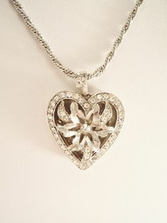 VINTAGE NECKLACE SILVER FINISH RHINESTONES ROPE CHAIN HEART / FLOWER PENDANT