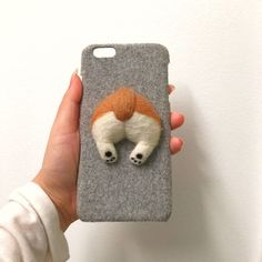 Corgi butts are one of those bizarre things that drives the internet crazy. Luckily for their fans, Chinese artist Miko Ho is creating adorable phone cases that focus on just that - round and fluffy Corgi butts. Corgi Phone Case, Felt Phone Cases, Dog Phone, Funny Phone Cases, Diy Phone Case, Iphone Cases, Cellphone Case, Phone Logo, Needle Felting Tutorials