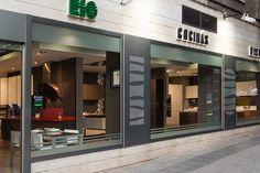 2012. Año de oportunidades. Cocinas Río desembarca en pleno centro de la capital. En el número 28 de la famosa calle Alberto Aguilera abre un precioso showroom en el que la atención y la profesionalidad siguen siendo marca de la casa.