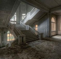 Staircase inside an Abandoned House in Italy! Old Abandoned Houses, Abandoned Mansions, Abandoned Buildings, Old Houses, Derelict Places, Abandoned Places, Stairway To Heaven, Stairways, Interior And Exterior