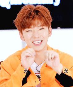 Kihyun: *hace un poco de aegyo*