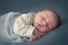 Zu den Risikofaktoren für den Plötzlichen Kindstod gehört laut Kinderärzten auch, Babys in einem anderen Zimmer schlafen zu lassen als die Eltern.