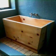 Japanese soaking tub--love blue and wood together***