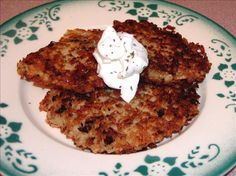 These can be served with sour cream or apple sauce. As a side or appetizer. My Mom made them in a blender but I think grating them is more time consuming but youll get a better texture. Im posting these for world tour and because my DHs requesting them! Polish Potato Pancakes, Russian Recipes, Russian Foods, Ukrainian Recipes, Dutch Recipes, Polish Recipes, Polish Food, Crockpot Recipes, Cooking Recipes