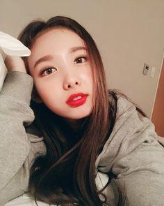 Im Nayeon (임나연) - Twice (트와이스) (Selca) Kpop Girl Groups, Korean Girl Groups, Kpop Girls, Extended Play, K Pop, Jungkook Jimin, Twice Once, Nayeon Twice, Im Nayeon