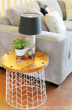 DIY:  a wire laundry hamper and a circular wood slab  9+Chic+DIY+Side+Tables+via+@domainehome