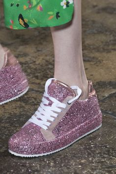 Zadig & Voltaire at New York Fashion Week Spring 2018 - Details Runway Photos New York Fashion, 90s Fashion, Fashion Show, Aesthetic Stores, Fluffy Shoes, Shoe Boots, Ankle Boots, Cute Shoes, Red Shoes
