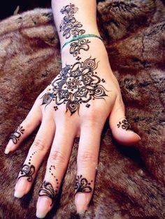 Henna tattoo!! Very pretty.. I love these so much!!