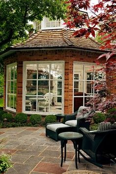Sun Room  - Love the look of this - wondering how big it could be and still look good.  Also, how much does the shape add to the cost.