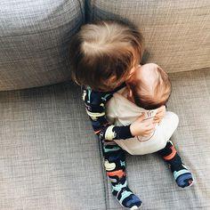 #babiesholdingbabies