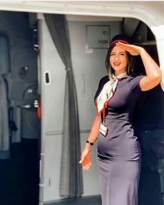 Aviation et Pinup ! - Page : 246 - Salon de discussion - FORUM Les clubs Flight Attendant Hot, Air Hostess Uniform, Flight Girls, Pin Up, Airline Uniforms, Concours Photo, Military Women, Girls Uniforms, Cabin Crew