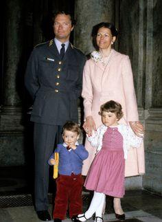 Vi har kikat på både Victorias och prinsessan Madeleines stil genom åren. Nästa kvinna ut - drottning Silvia. Här kommer ett potpurri av drottningstil.  Foto: Stella Pictures.