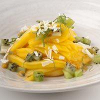 Nos han encantado estos fideos de #kiwi y #mango, tienen que estar deliciosos!! Los probamos?? :D  vía @HolaCocina