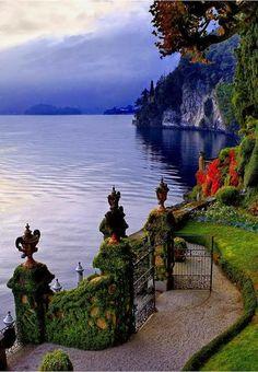 Ivy Gate, Lake Como, Italy photo via amani - Blue Pueblo
